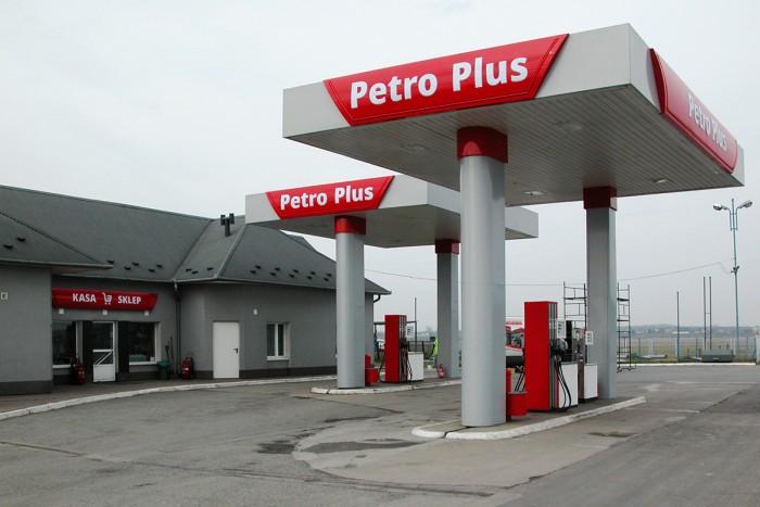 Zabudowa słupów stacji paliw